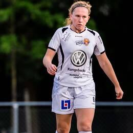 Limhamn Bunkeflos Sophie Sundqvist jublar med lagkamrater samtidigt som Kungsbackas Hanna Spets deppar efter 1-0 under fotbollsmatchen i Damallsvenskan mellan Limhamn Bunkeflo och Kungsbacka den 20 augusti 2019 i Malmö.