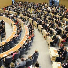 Efter förra valet var de manliga ledamöterna (193) flerän de kvinnliga (156). Den nya riksdagen blir ytterligare något mer mansdominerad – fyra nya män intarplatser som tidigare tillhörde kvinnor.