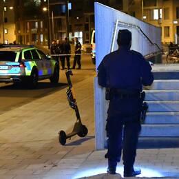 Polisen på plats vid adressen där det misstänkta mordförsöket ska ha ägt rum i Limhamns sjöstad på fredagskvällen