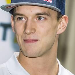 Timmy Hansen jagar sin första VM-titel i rallycross. Efter segern i Loheac är han bara två poäng från ledning.