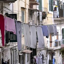 Även den nya romanen utspelar sig i Neapel.