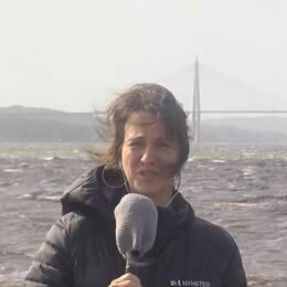 Det blåser kraftigt i Uddevalla där SVT:s reporter Helena Jönsson är på plats.