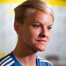 Nilla Fischer missar de två kommande EM-kvalmatcherna. Däremot är Fridolina Rolfö tillbaka från skada och med i truppen igen.