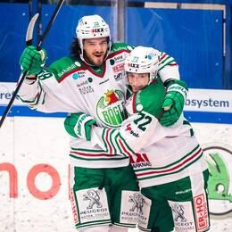 Röglespelare jublar efter segern mot Växjö.