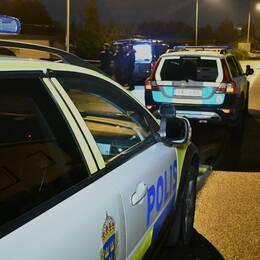 """En villa har spärrats av och tekniker undersöker platsen. Det efter vad polisen beskriver som """"ett grovt brott"""" i Kristianstad."""