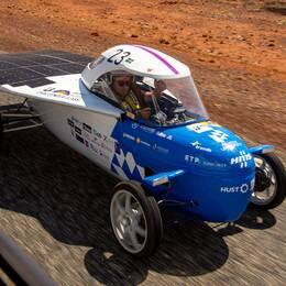 """Den soldrivna bilen """"Three Hearts"""" kördes av sammanlagt fyra förare som avlöste varandra under färden. Killen på bilden heter Alexander Sollin."""