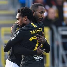 Henok Goitom och Heradi Rashidi jublar efter AIK:s 1-0-mål.