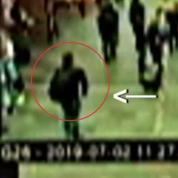 Se hur den åtalade 19-åringen går omkring med den kraftiga bomben i en nötburk som han hade i en ryggsäck
