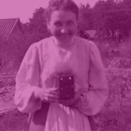 """I ett inlägg på museets hemsida riktar Lenita Gärde skarp kritik mot sociala medier-jätten Facebook som refuserat deras annonser om utställningen """"Tusen år av kvinnokraft"""" för att de haft ett """"grovt språk""""."""