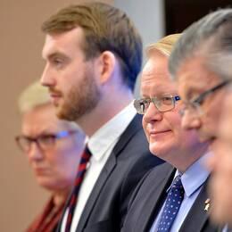 Presskonferens i regeringskansliet om överenskommelsen.