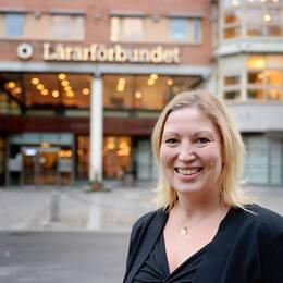 Lärarförbundets ordförande Johanna Jaara Åstrand tycker att lärarbristen hamnat i skymundan.