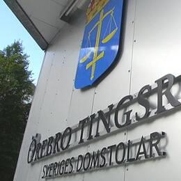 Tingsrätten i Örebro skylt