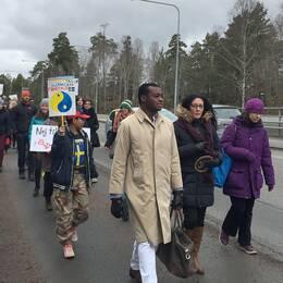 Alexander Bengtsson (M) i protestmarsch.
