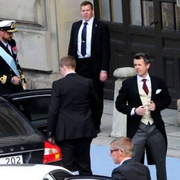 Kronprins Haakon av Norge och kronprins Frederik av Danmark anländer till Slottskyrkan