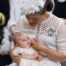 Prins Oscar, kronprinsessan Victoria och prinsessan Estelle.