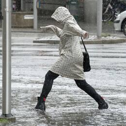 Skyfall, regn