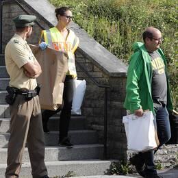 Tysk polis genomsöker ett hotell efter dådet i Ansbach.