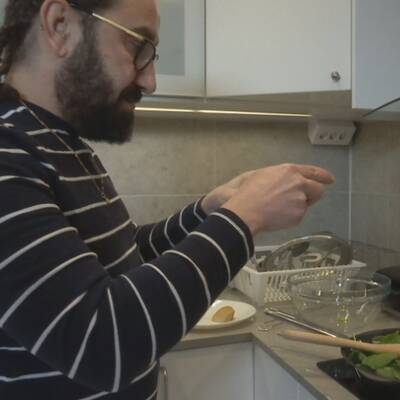 Eleven Georges fotograferar maten.