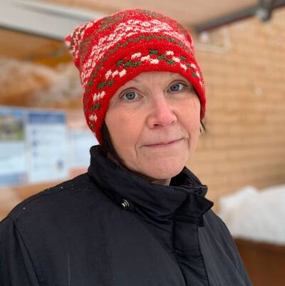 Porträttfoto på en person från personalen på äldreboendet Månsbacken.