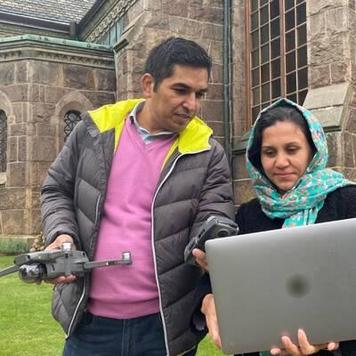 Filmskaparen Masood Eslami är Hallands första fristadskonstnär. Tillsammans med sin fru Masooma Ibrahimi och tre barn bor de i Falkenberg. I klippet får du höra om varför de är här.