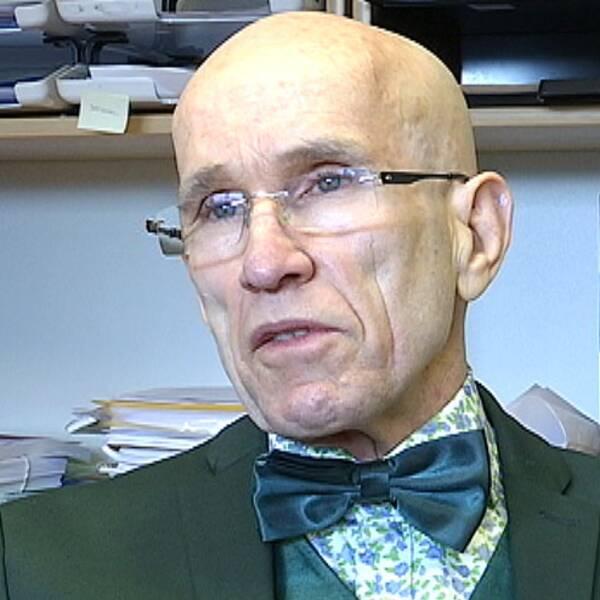 Fernando Germond Corrêa socialchef i Lessebo kommun är skeptisk till att göra åldersbedömningar i kommunen.