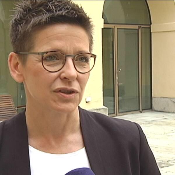 """Ann Sofie Hermansson, (S), kommunstyrelseordförande i Göteborg hävdar att många vanliga göteborgare har en del i skulden till gängvåldet. """"Sluta göda konflikterna genom att köpa kokain och cannabis"""" säger hon."""