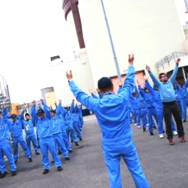 Japanska gästarbetare på Ringhals gör morgongymnastik
