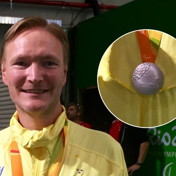 Joackim Norberg med sin silvermedalj