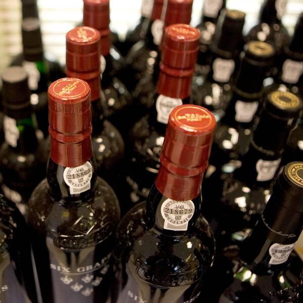 Vinflaskor och Stefan Carlsson