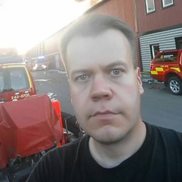 Han slog larm om branden