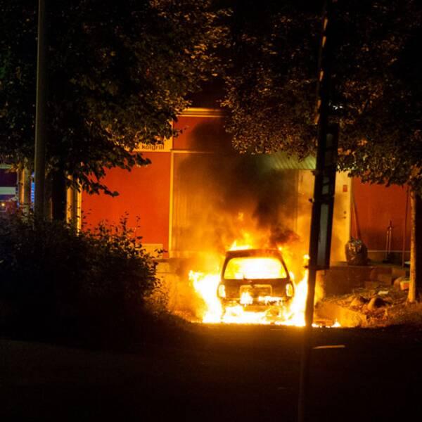 Bilbrand under upplopp i Bergsjön.