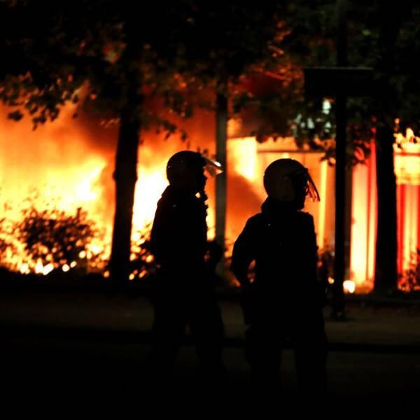 bilder från bränder och stenkastning i Bergsjön