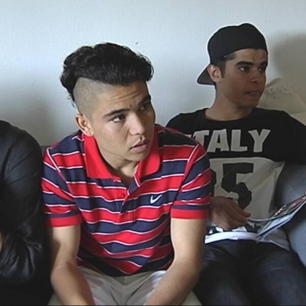 Mustafa och Azmatgul hävdar att de är 16 och 17 men migrationsverket säger att de är över 18. Nu ska de avvisas.