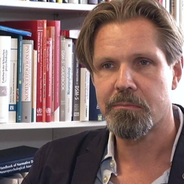 Professor Sven Bölte är kritisk till att lärarutbildningen inte ger lärarna tillräcklig kompetens att undervisa barn med särskilda behov.