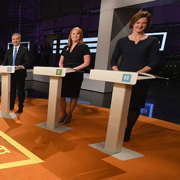 STOCKHOLM 20161009 Partiledarna från vänster Ebba Busch Thor (KD), Jan Björklund (L), Annie Lööf (C) och Anna Kinberg Batra (M) innan partiledardebatten i SVT:s Agenda på söndagskvällen. Foto: Fredrik Sandberg / TT kod 10080
