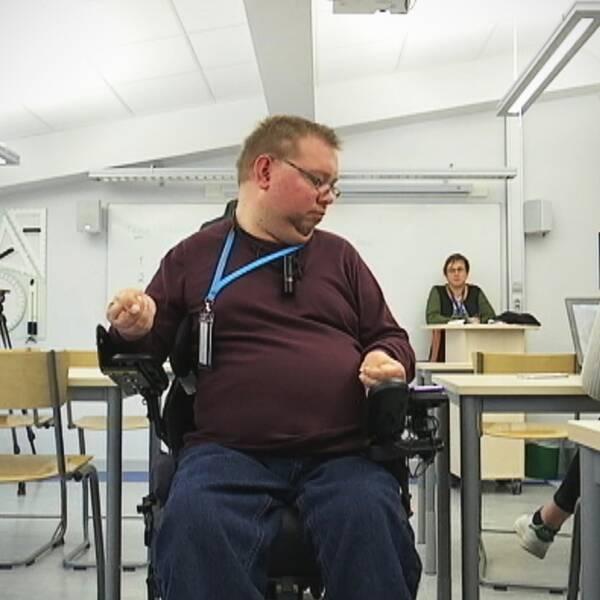 Johan Bredberg, cp-skadad och funktionshindrad gymnasielärare i Hultsfred
