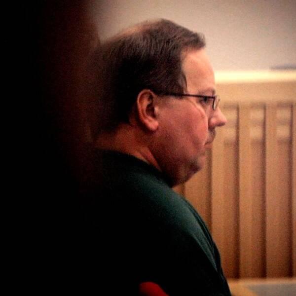 En bild på Anders Eklund från rättssalen.