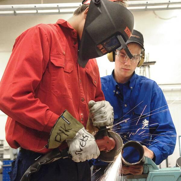Elever på yrkestekniska programmet på på Curt Nicolin gymnasiet i Finspång