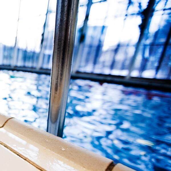 bild från tom simbassäng