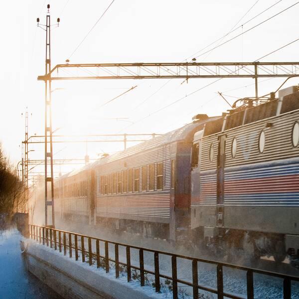 tåg i vinterskrud