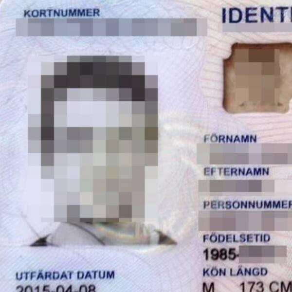 Mikael Carlund och ID-kortet som hittades efter stölden.