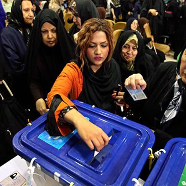 Vallokalerna hölls öppna flera timmar extra. På lördagen väntas ett resultat.