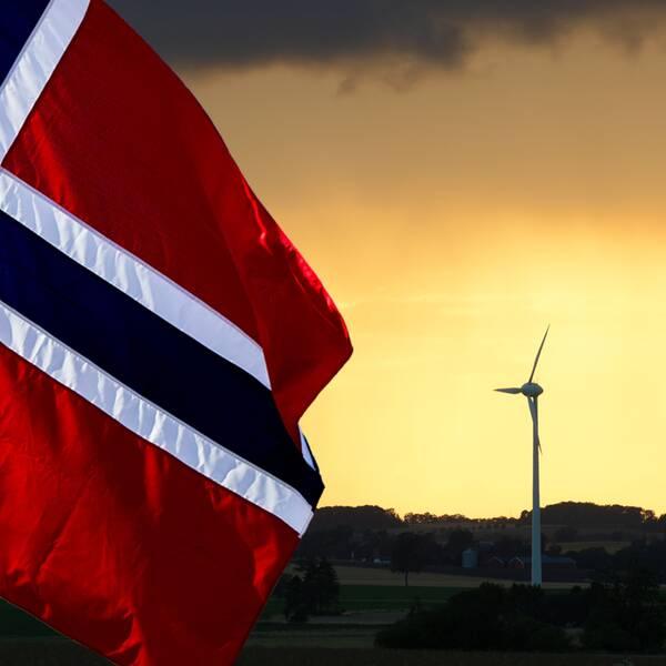 Norges flagga och vindkraftverk