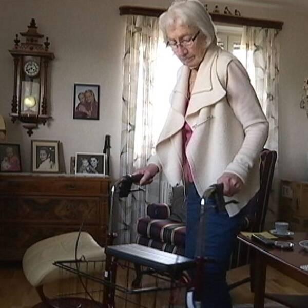 Mary Andersson i in lägenhet där hon egentligen inte vill bo.