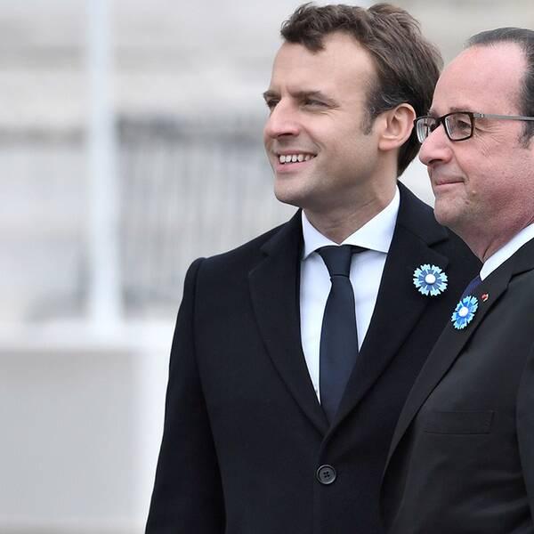 Frankrikes nye president Emmanuel Macron (vänster) och den avgående presidenten François Hollande (höger)