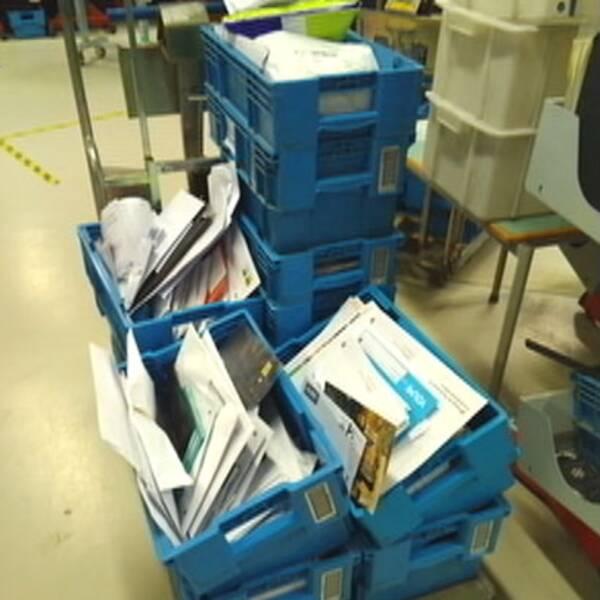 Outdelad post samlas på hög