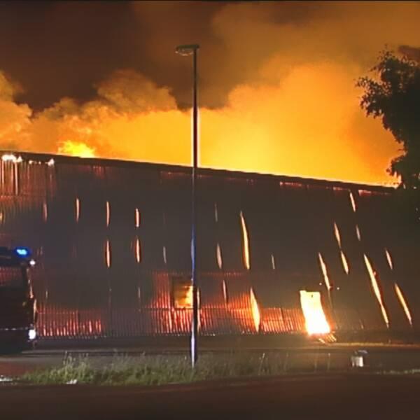 Brand i Fjällbackens köpcentrum i Gävle 2006. Hela varuhuset K-Rauta blev rökfyllt från golv till tak inom 2 minuter och 30 sekunder. Väggar och tak var isolerade med cellplast som orsakade den snabba brandspridningen.
