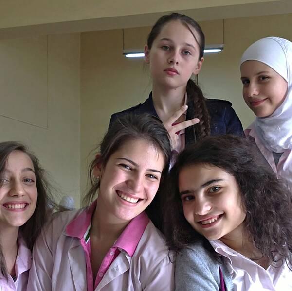 """Amal Atrash, studerande, 18 år, har varit ett år i Sverige: """"En perfekt dag, är en aktiv dag. Jag kommer hem från skolan, hänger med mina kompisar, går på mina kurser i kulturhuset""""."""