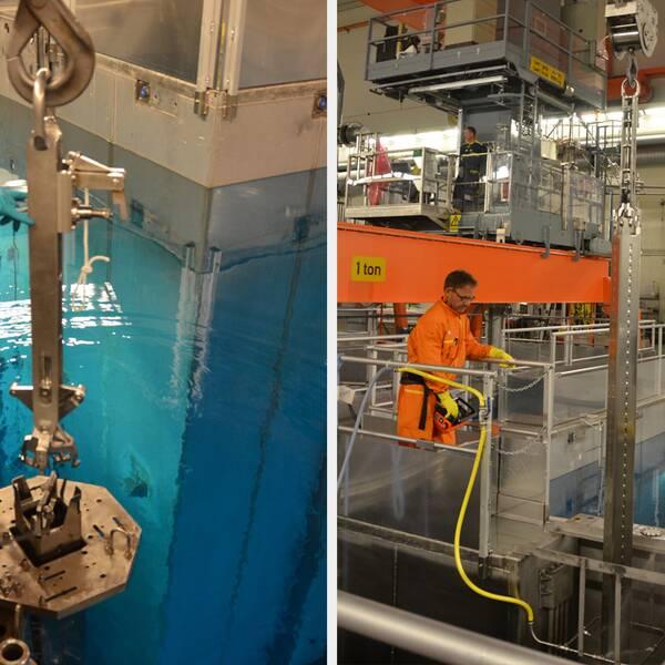 Bilderna nedan visar arbetet med att lyfta upp bränslepatronerna ur bränslebassängen på O2. Personal spolar av patronerna och kontrollerar så att de inte är kontaminerade. Därefter plastas patronerna in och placeras i transporttuber, innan det är dags för transport till O3.