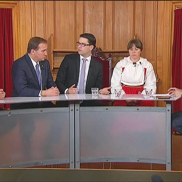 Både regeringen och oppositionen är beroende av Sverigedemokraterna i det politiska spelet om budgeten.